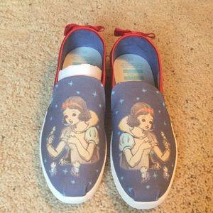 Disney Snow White Toms size 9